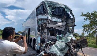 Motorista de ônibus morre na hora em acidente em trecho com obras