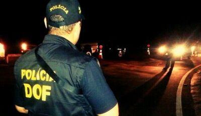 Ação rápida da polícia recupera veículos, liberta reféns e prende dois assaltantes