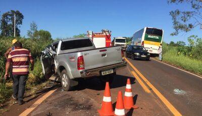 Colisão de Toyota Hilux e caminhão deixam três feridos na MS-276 entre Ivinhema e Deodápolis