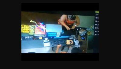 Mulher aplica golpe em posto de combustível de Itaporã, veja vídeo