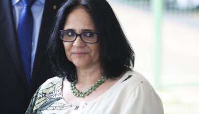 """""""Sexo entre mulher com mulher é aberração"""", diz Damares em clínica para homossexuais"""