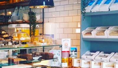 Cafeteria dá café da manhã gratuito a crianças a caminho da escola