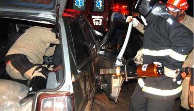 Mulher fica presa às ferragens em grave acidente entre Batayporã e Anaurilândia