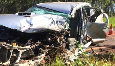 Três pessoas ficam feridas em colisão entre Ivinhema e Deodápolis