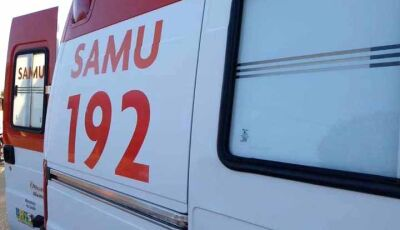 Dupla de moto se envolve em acidente; condutor foge e abandona vítima ferida