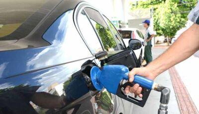 Preço da gasolina cai 4,1%  e litro chega a R$ 3,89 na Capital