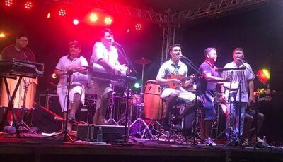 VICENTINA: Prefeito Marquinhos do Dedé 'toca e canta' em show da virada, VEJA FOTOS