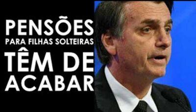 """Filhas solteiras de senadores ganham 33 mil reais. """"Isso vai acabar"""", diz Bolsonaro"""