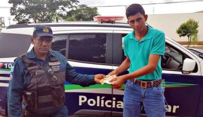 Policial encontra quantia em dinheiro, procura dono e devolve pessoalmente