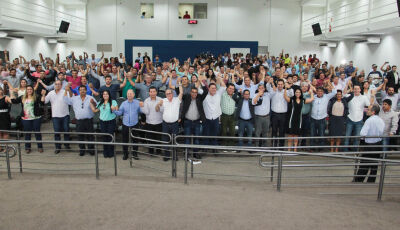 Mais de 200 vereadores de MS entram no 'Movimento Energia Cara Não' em mega reunião em Campo Grande