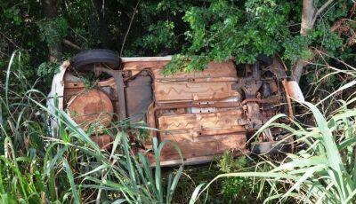 IVINHEMA: Mulher perde controle de carro e capota na MS-276