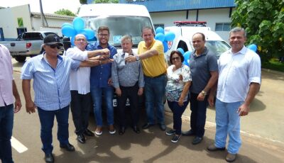 Prefeito Eraldo entrega uma Ambulância e uma Van 0KM para a saúde em Jateí