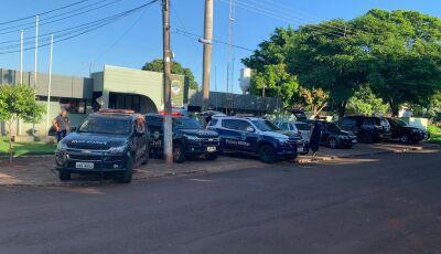Mega operação envolveu mais de 20 policiais e cães farejadores contra o tráfico em Fátima do Sul