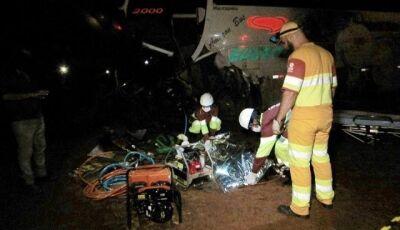 Dois morrem e sete ficam feridos em acidente com três veículos na BR-163