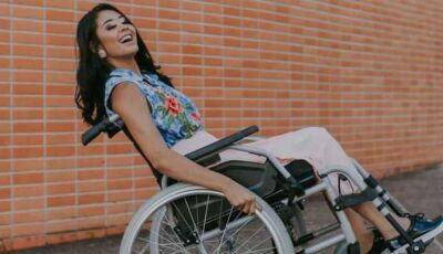 Jovem fica paraplégica após complicações com piercing no nariz