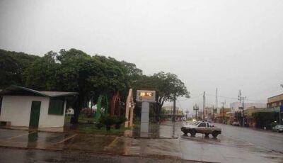 Chuvarada permanece todo o dia em Fátima do Sul e risco de tempestade no sul do MS