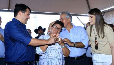 Durante entrega das 100 casas, Reinaldo garante mais 76 no mesmo loteamento em Vicentina