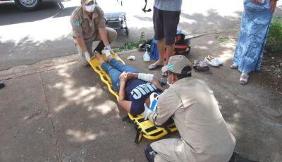 Colisão entre carro e moto deixa mulher ferida em cruzamento de Nova Andradina