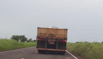 Vídeo: Leitora flagra caminhão realizando ultrapassagem perigosa entre Ivinhema e Nova Andradina