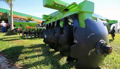 Reinaldo Azambuja entrega patrulha mecanizada para fortalecer a agricultura familiar de MS