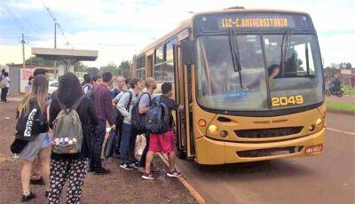 Universitários sofrem com ônibus lotados para chegar até Universidades de Dourados