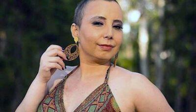 'Neguei o câncer até enxergar o tumor' relata maquiadora que comemora cura após 6 anos de tratamento