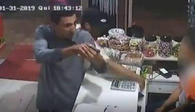 Arma falha e bandido morre em troca de tiros com a polícia durante a madrugada no Caiobá