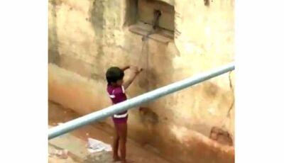 Indiana acorrenta filha a parede para poder ir trabalhar