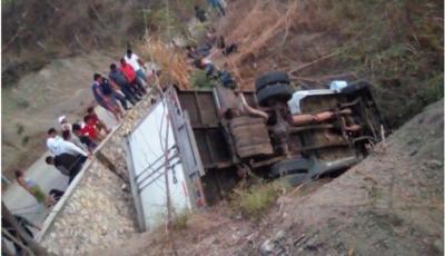25 pessoas morrem e várias ficam feridas em acidente envolvendo caminhão