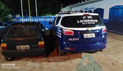 PM prende dois após desacato e até pedaço de telha jogado em viatura em Glória de Dourados