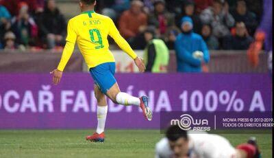 Jesus entra, salva com 2 gols e Brasil vence em teste antes da Copa América