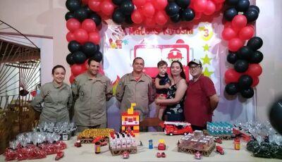 Em Fátima do Sul, Bombeiros fazem surpresa em aniversário do Mateus fã incondicional dos heróis