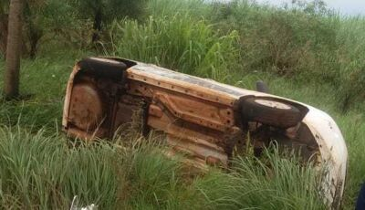 Veículo roda na pista, bate em carreta e tomba entre Indápolis e Lagoa Bonita