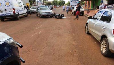 Em alta velocidade motociclista bate em veículo e fica ferido em Itaporã