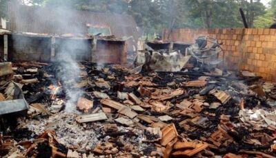 Incêndio destrói bar e depósito em Ivinhema