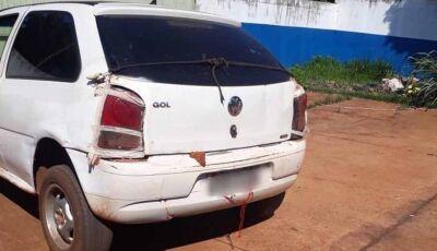 Amarrado com cordas, fitas e multas no valor de R$ 215 mil, carro é apreendido em Nova Alvorada