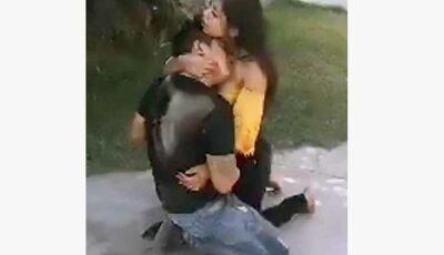 Mulher esfaqueia o namorado em motel, mas 'se arrepende' e o abraça: 'Por favor, não morra'