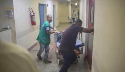 No Hospital Albert Schweitzer, funcionários lutam por três horas para salvar vidas às escuras
