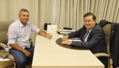 Nezinho visita gabinete de Eduardo Rocha, falam sobre emendas e benfeitorias para Jateí