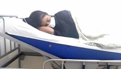Com tuberculose, adolescente aguarda uma vaga em hospital