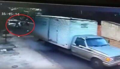 Vídeo mostra momento em que carona desce da moto e executa dono da lava-rápido