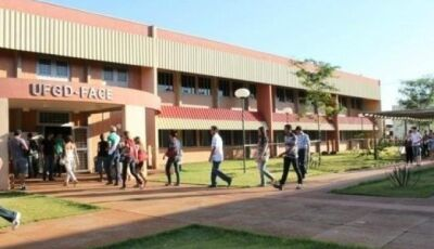 UFGD abre processo seletivo para professor com salário de até R$ 5 mil
