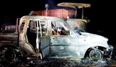 Grupo armado invade fazenda e queima máquinas na fronteira