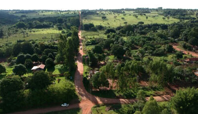 Reinaldo cumpre compromisso e leva asfalto aos distritos de Jaraguari, moradores agradecem