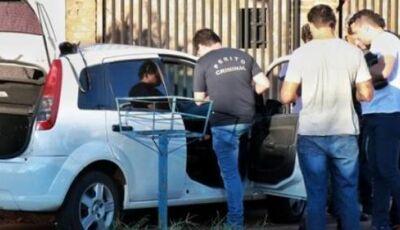Homem de 48 anos é encontrado morto dentro de carro com 14 facadas