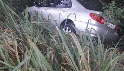 Condutor perde controle ao desviar em um dos inúmeros buracos que liga ao distrito de Culturama