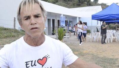 Prefeito que cancelou carnaval pra investir em educação inaugura escola