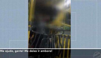 Mulher com medida protetiva é tirada a força de ônibus por homem em MS:'Me ajuda gente'