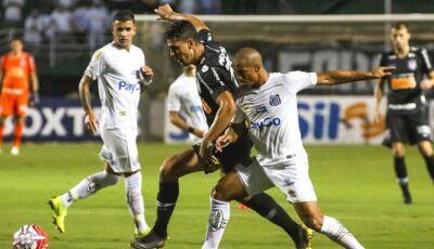 Santos vence o clássico e dorme na liderança do Brasileirão