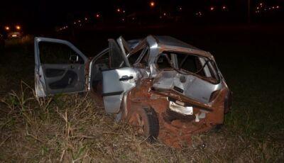 Veículo fica destruído em acidente na MS-276 deixando dois feridos em Ivinhema